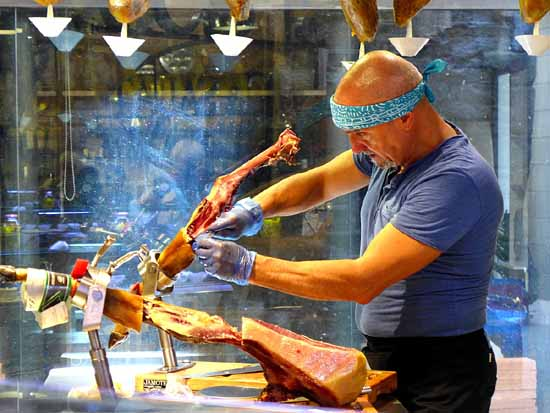 Slicing ham in Barcelona