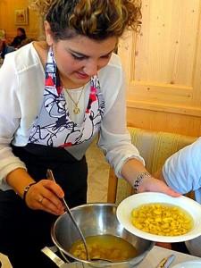 serving tortellini en brodo