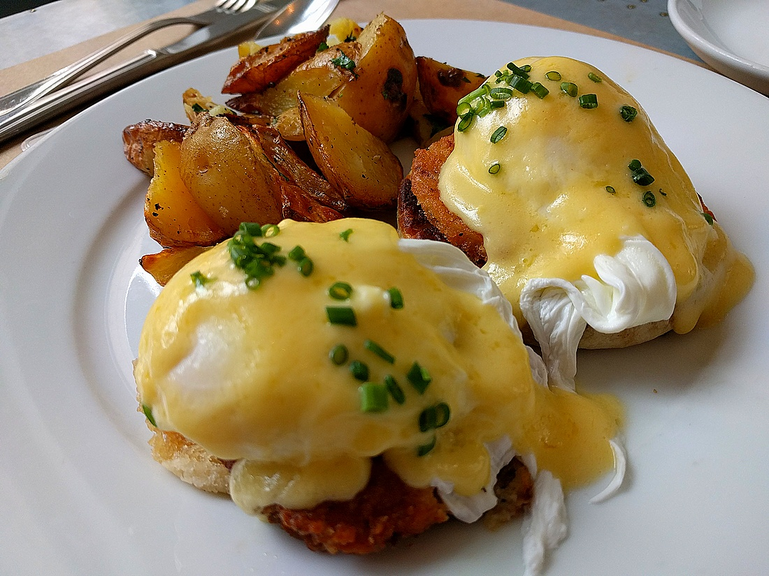 Green tomato Benedict at Kitchen 324 in Oklahoma City