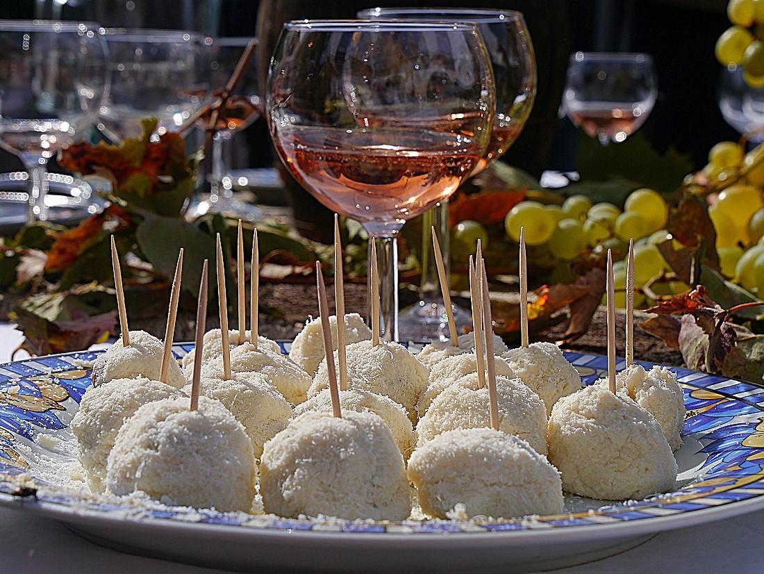 Pecorino sardo and rose