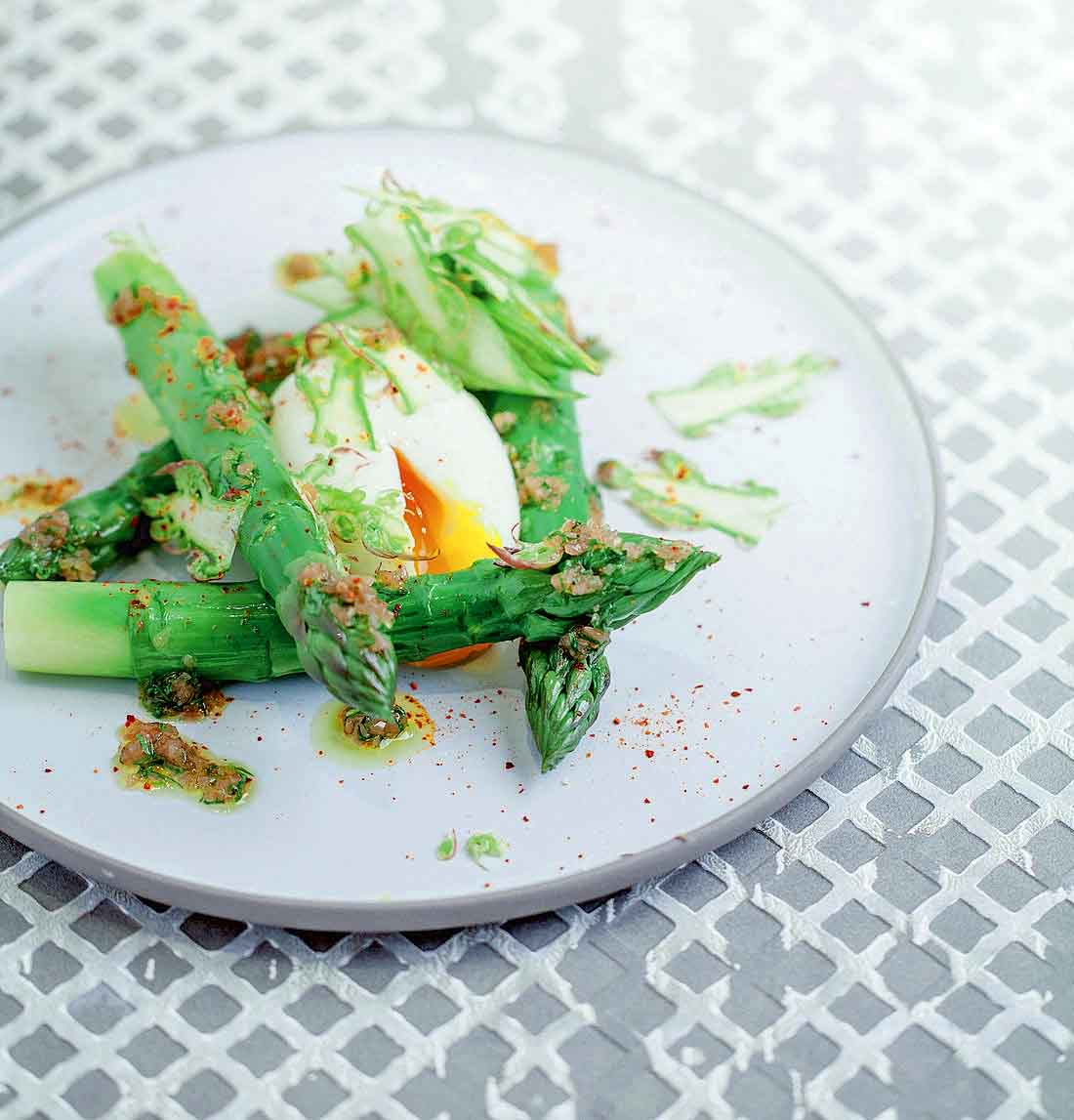 Alain Ducasse asparagus with soft boiled egg