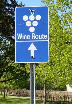 wine route sign in Niagara