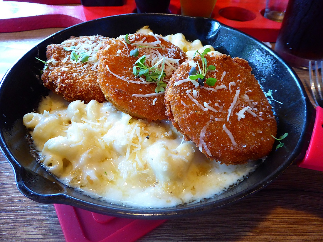 fried green tom mac and cheese at Red Yeti