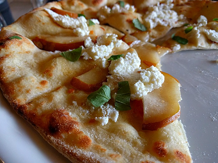 pear pizza at Comstock Wines