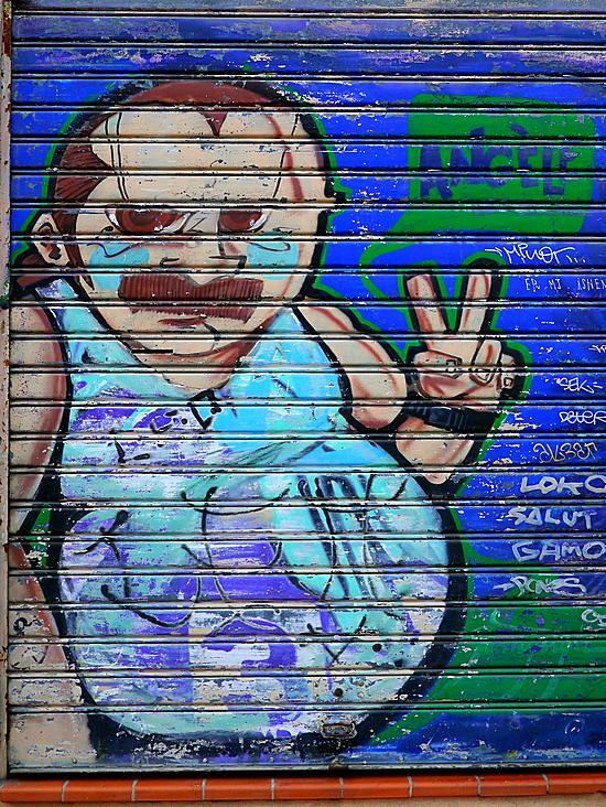Marseille graffiti wishing Peace