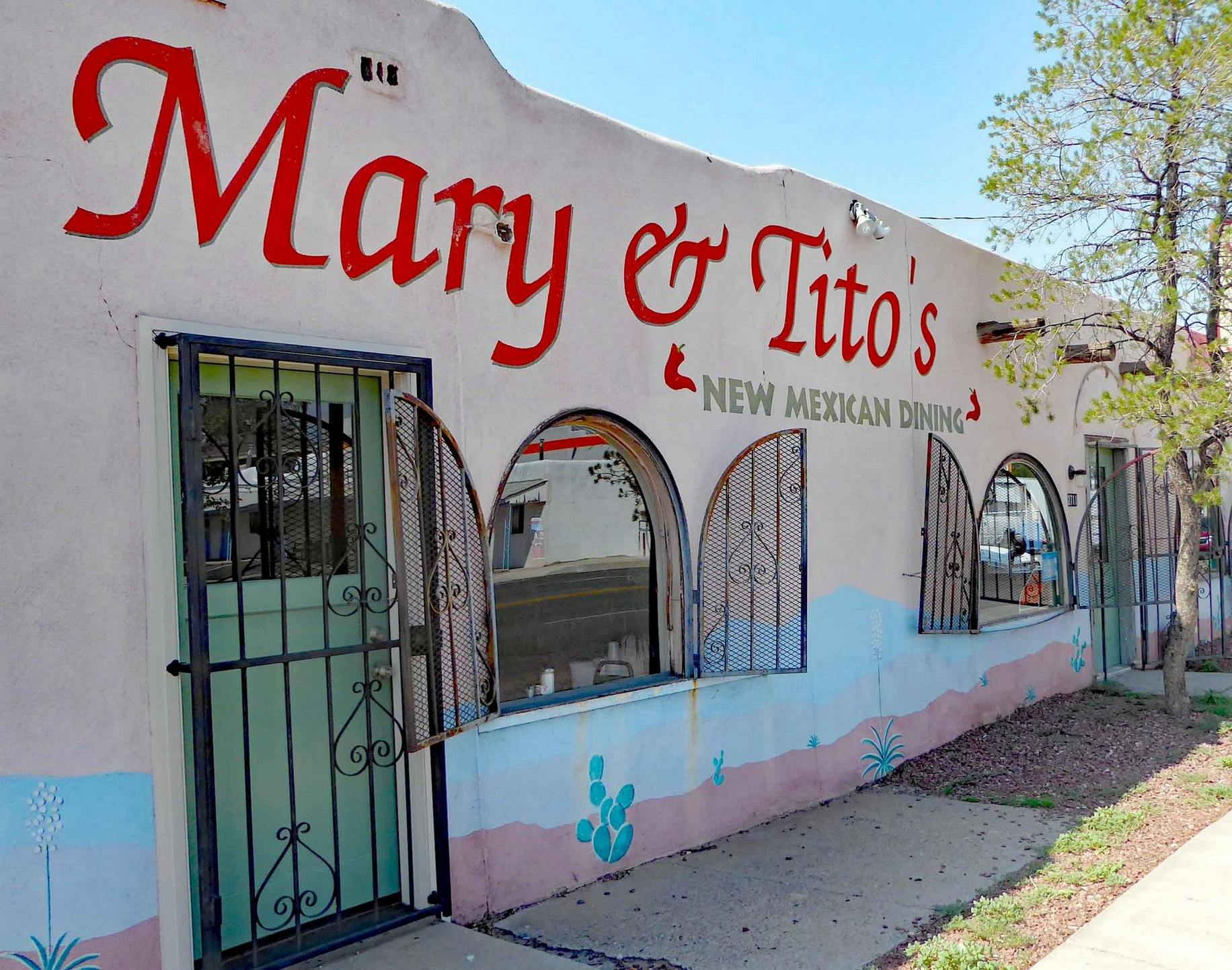 Exterior of Mary and Tito's in Albuquerque, N.M.