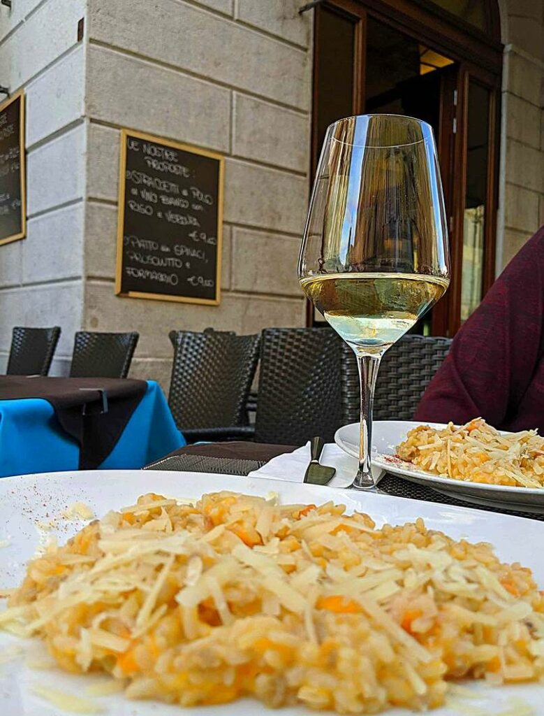Lunch with class and style on Trieste's Piazza della Borsa